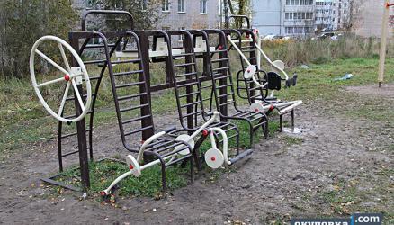 За текущий год в Окуловке установили две новые детские площадки и одну спортивную, но...